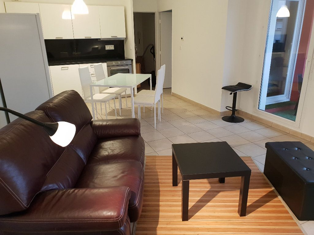 Appartement à louer 2 43.36m2 à Vaulx-en-Velin vignette-3