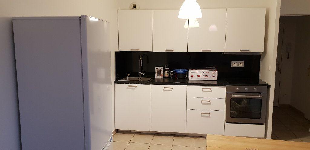 Appartement à louer 2 43.36m2 à Vaulx-en-Velin vignette-4