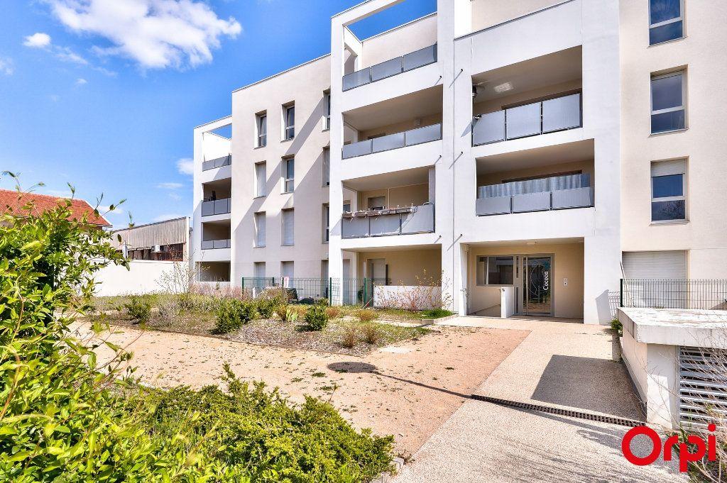 Appartement à vendre 3 58m2 à Vaulx-en-Velin vignette-1
