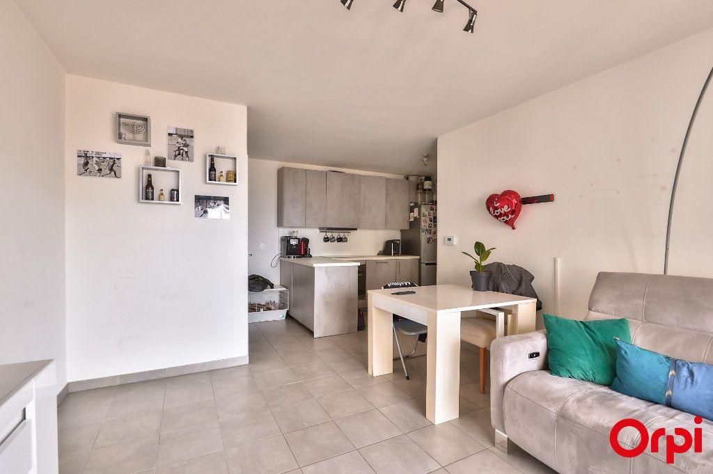 Appartement à vendre 3 58m2 à Vaulx-en-Velin vignette-2