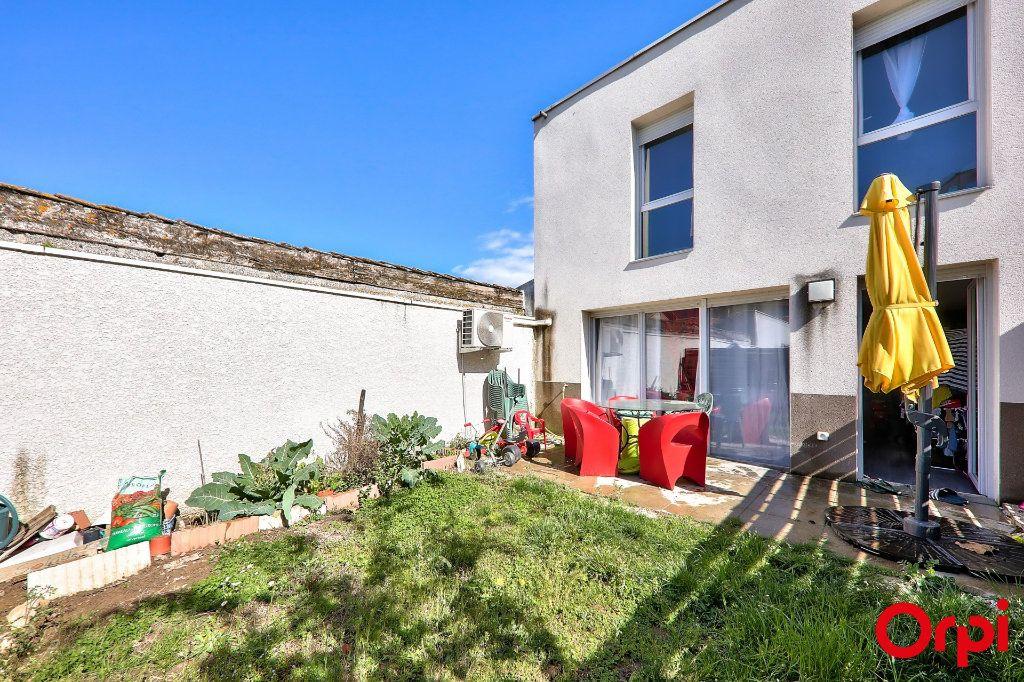 Maison à vendre 4 91.7m2 à Vaulx-en-Velin vignette-1