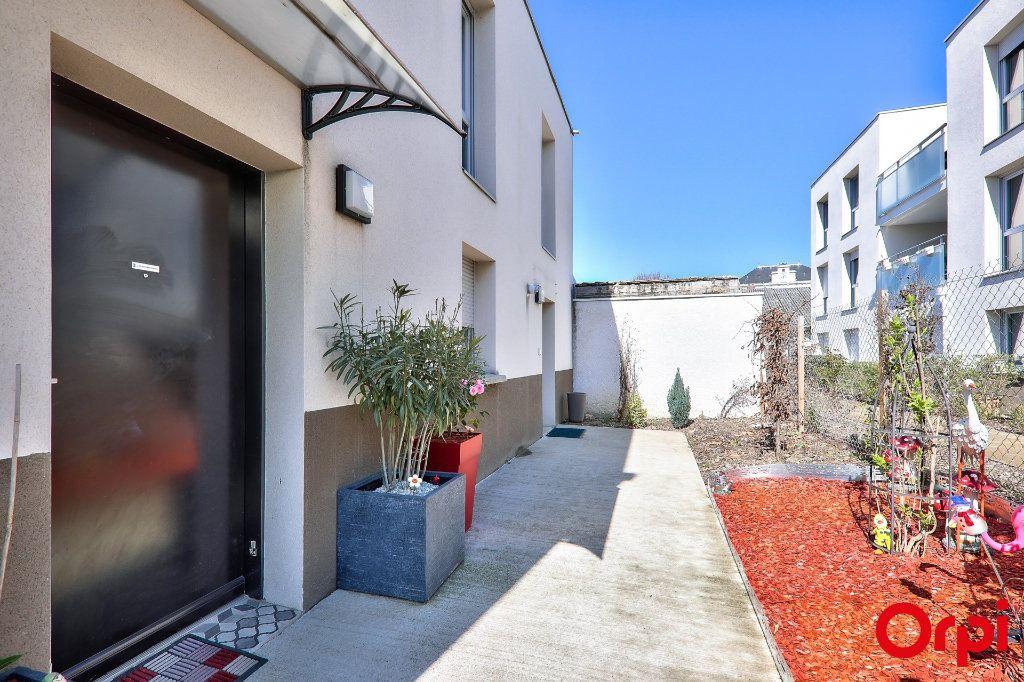 Maison à vendre 4 91.7m2 à Vaulx-en-Velin vignette-2