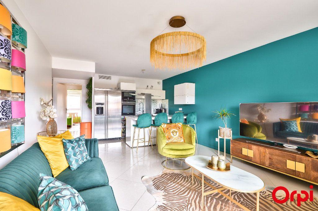 Appartement à vendre 4 77.8m2 à Vaulx-en-Velin vignette-1