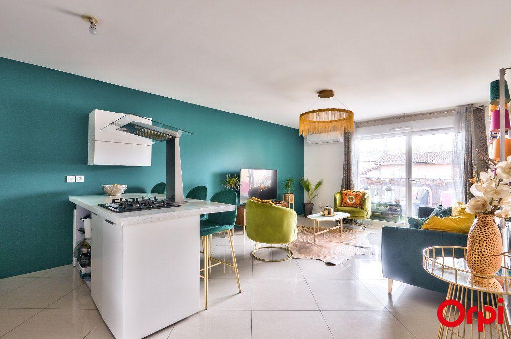 Appartement à vendre 4 77.8m2 à Vaulx-en-Velin vignette-2