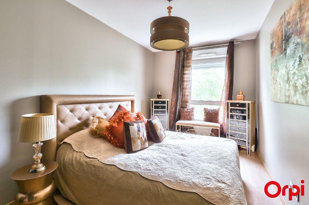 Appartement à vendre 4 77.8m2 à Vaulx-en-Velin vignette-5