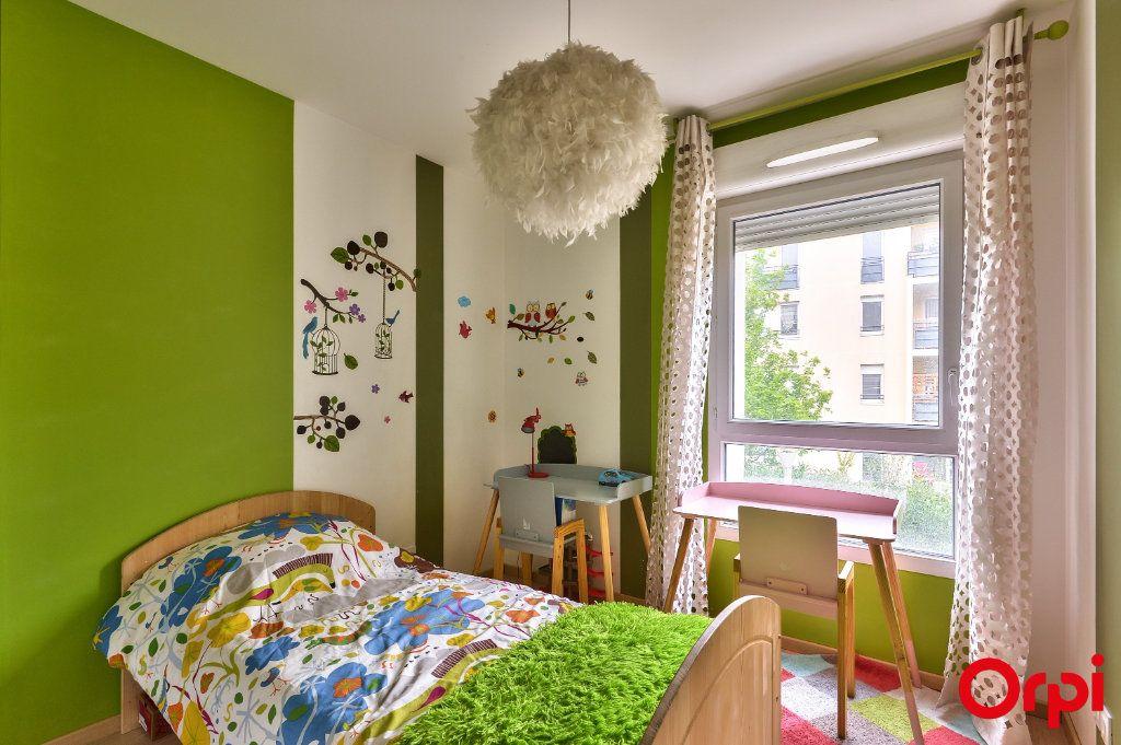 Appartement à vendre 4 77.8m2 à Vaulx-en-Velin vignette-7