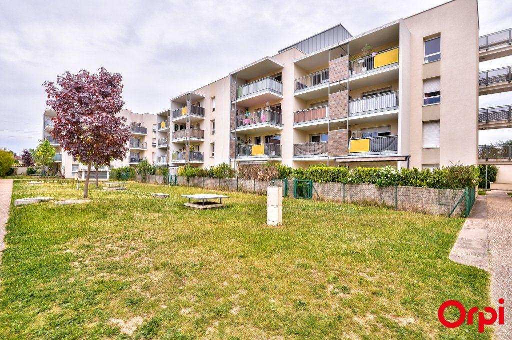 Appartement à vendre 4 77.8m2 à Vaulx-en-Velin vignette-11