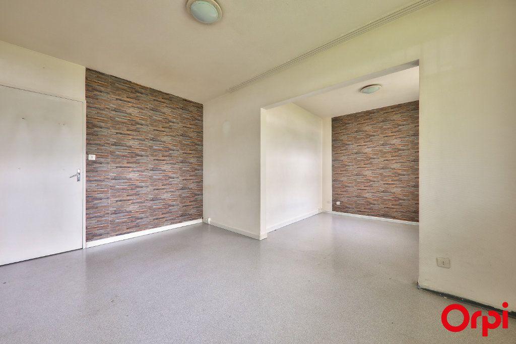 Appartement à vendre 4 67m2 à Vaulx-en-Velin vignette-1