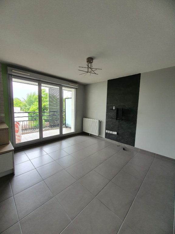 Appartement à louer 2 45.45m2 à Vaulx-en-Velin vignette-1