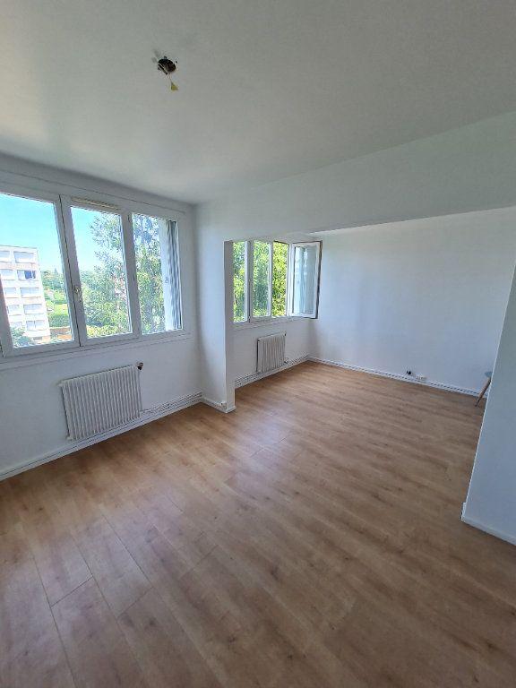 Appartement à louer 3 63.59m2 à Décines-Charpieu vignette-1