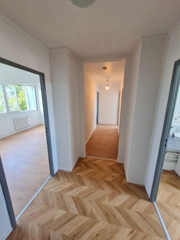 Appartement à louer 3 63.59m2 à Décines-Charpieu vignette-2
