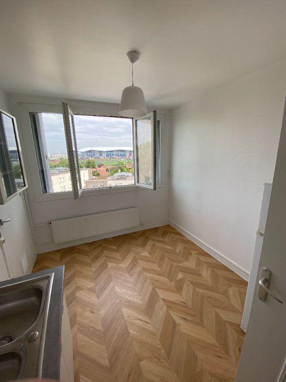 Appartement à louer 3 63.59m2 à Décines-Charpieu vignette-3