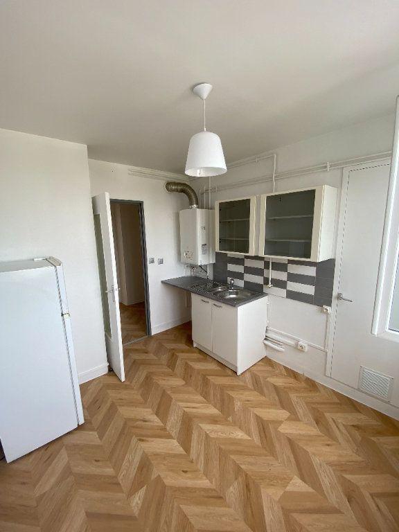 Appartement à louer 3 63.59m2 à Décines-Charpieu vignette-4