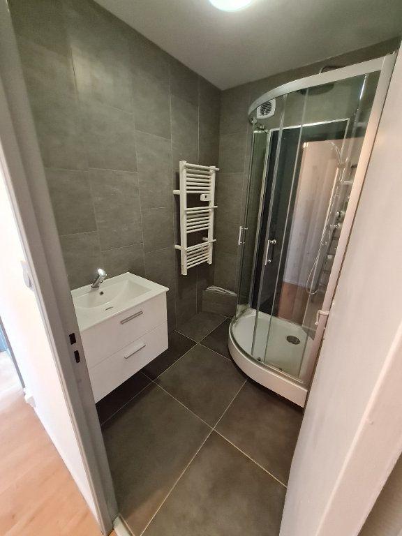 Appartement à louer 3 63.59m2 à Décines-Charpieu vignette-5