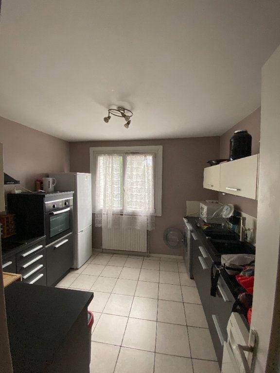 Appartement à louer 3 65.3m2 à Vaulx-en-Velin vignette-2