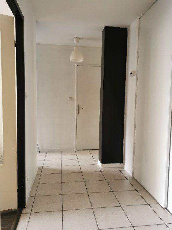 Appartement à louer 3 65.3m2 à Vaulx-en-Velin vignette-3