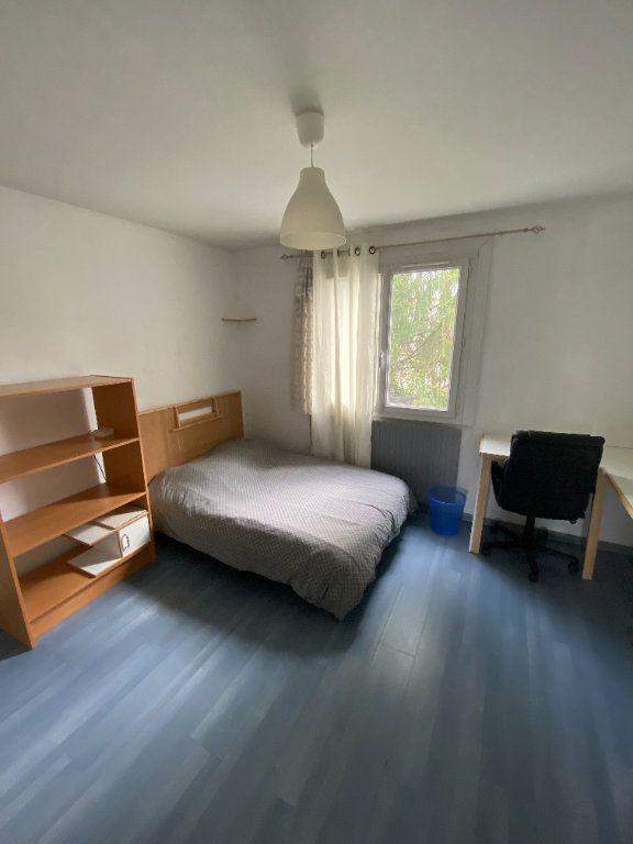 Appartement à louer 3 65.3m2 à Vaulx-en-Velin vignette-4