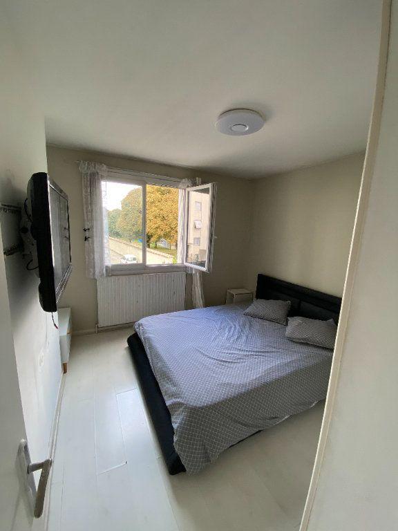 Appartement à louer 3 65.3m2 à Vaulx-en-Velin vignette-5