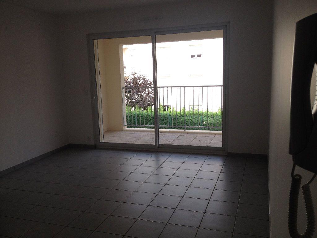 Appartement à louer 3 52.46m2 à Dax vignette-2