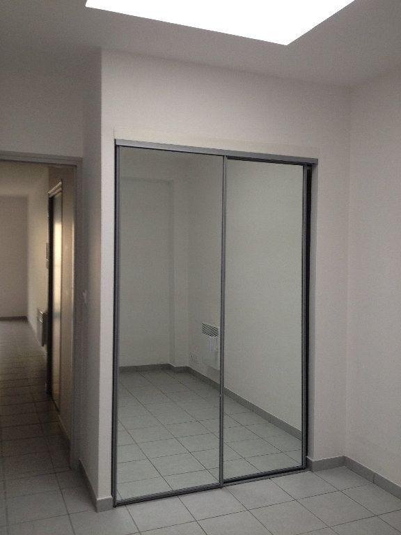 Appartement à louer 3 52.46m2 à Dax vignette-4