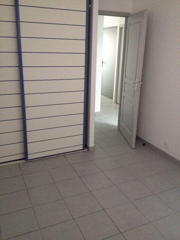 Appartement à louer 3 52.46m2 à Dax vignette-5