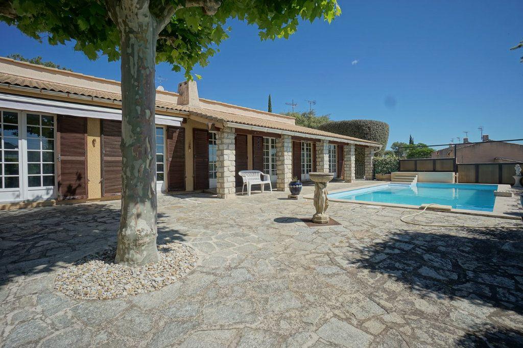 Maison à vendre 7 176m2 à La Crau vignette-1
