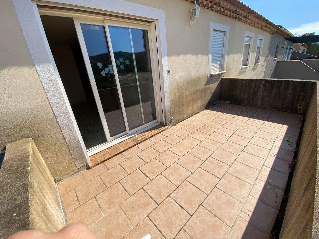 Maison à vendre 7 208m2 à La Londe-les-Maures vignette-2