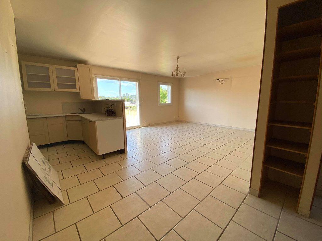 Maison à vendre 7 208m2 à La Londe-les-Maures vignette-4
