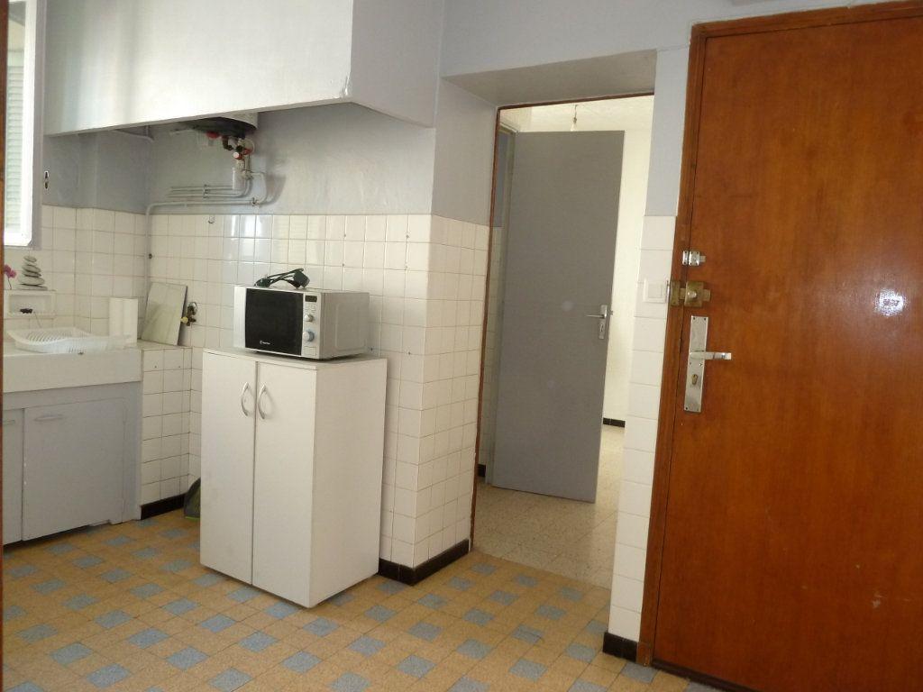 Appartement à louer 2 29.31m2 à Hyères vignette-1