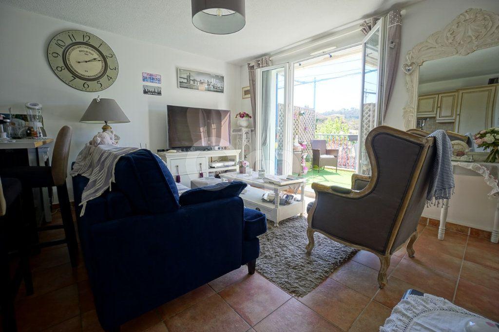 Appartement à vendre 3 56m2 à Belgentier vignette-2