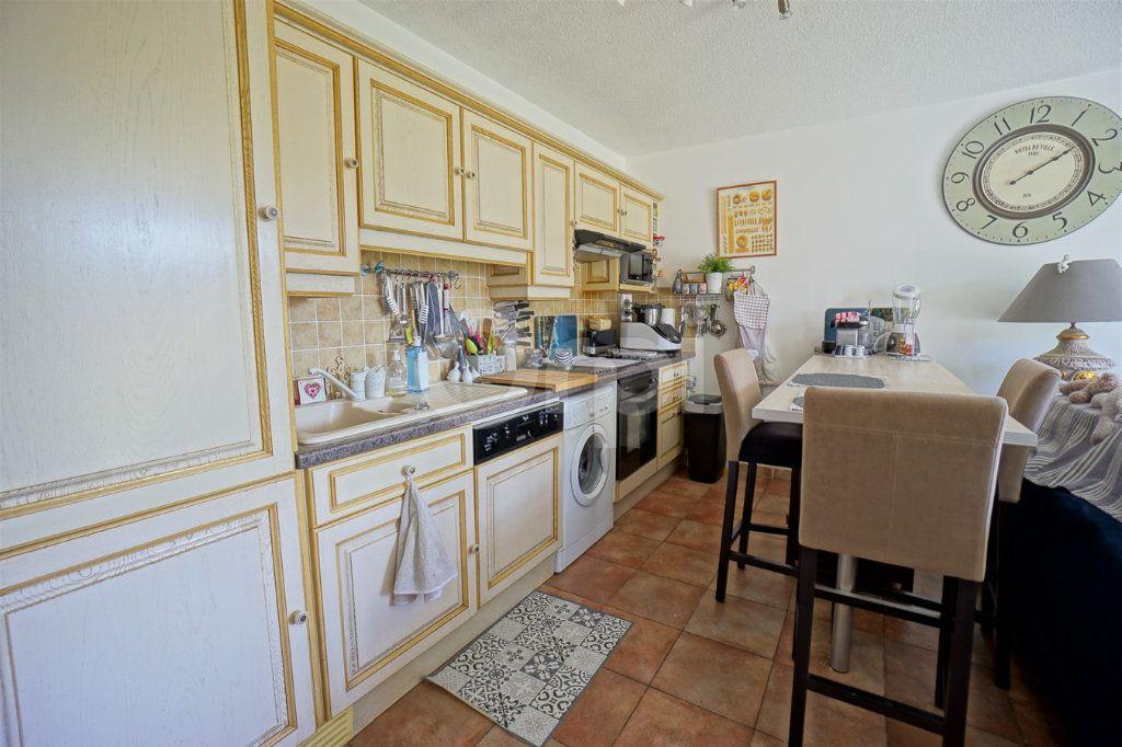 Appartement à vendre 3 56m2 à Belgentier vignette-3