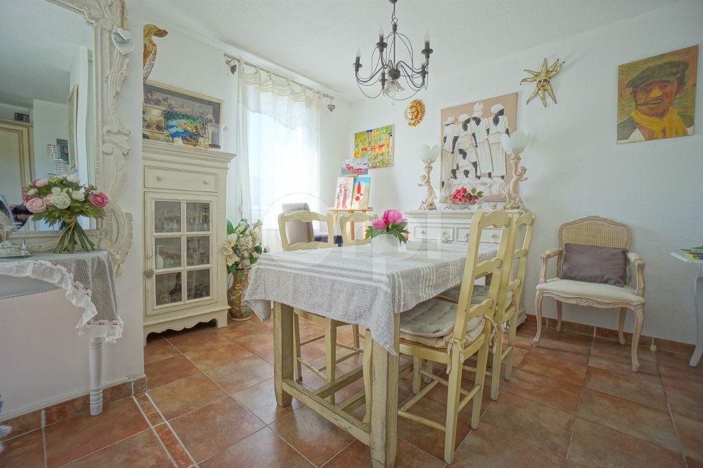 Appartement à vendre 3 56m2 à Belgentier vignette-5