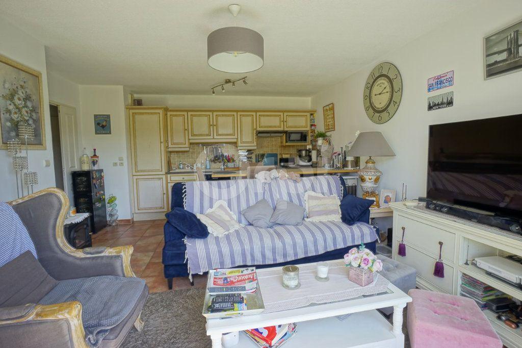 Appartement à vendre 3 56m2 à Belgentier vignette-6