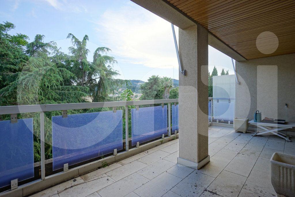 Appartement à vendre 5 162m2 à Hyères vignette-1