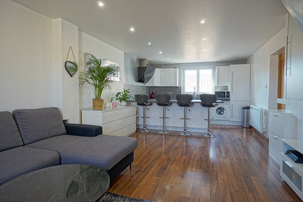 Appartement à vendre 3 56.52m2 à La Crau vignette-1