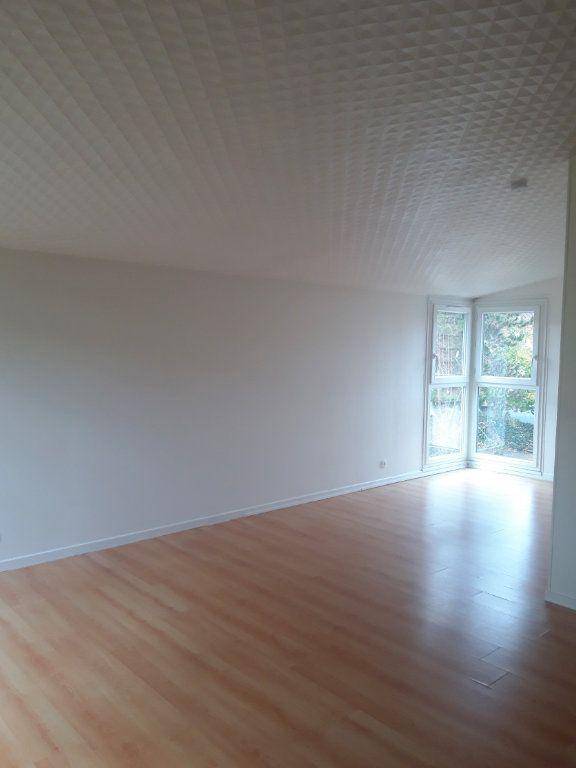 Appartement à louer 5 109.1m2 à Les Ulis vignette-1