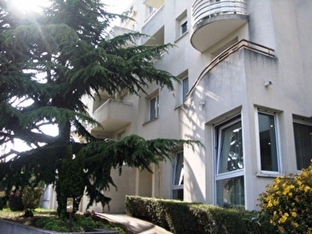 Appartement à louer 1 27m2 à Palaiseau vignette-1