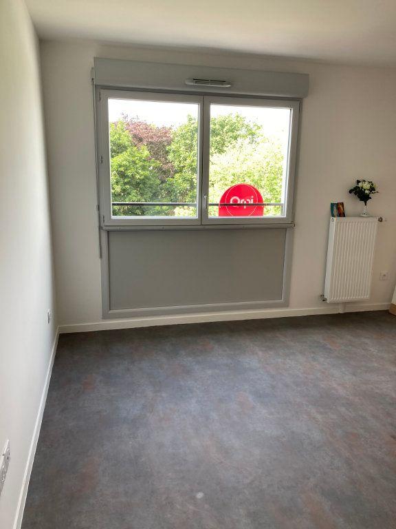 Appartement à louer 3 63.45m2 à Les Ulis vignette-1