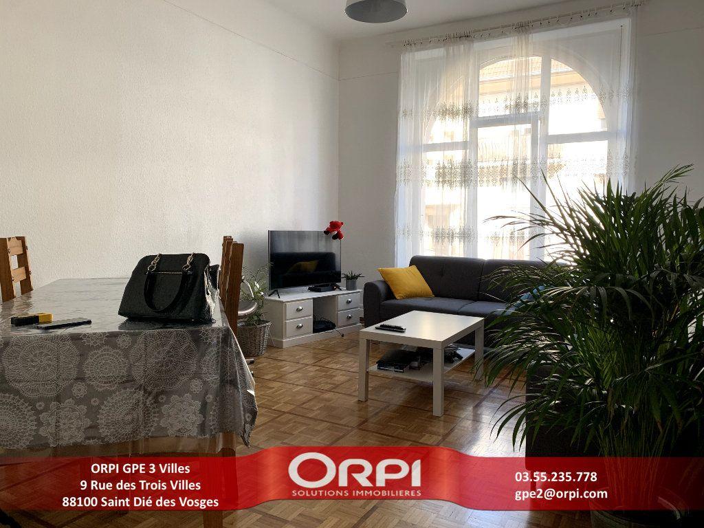 Appartement à louer 4 115m2 à Saint-Dié-des-Vosges vignette-1