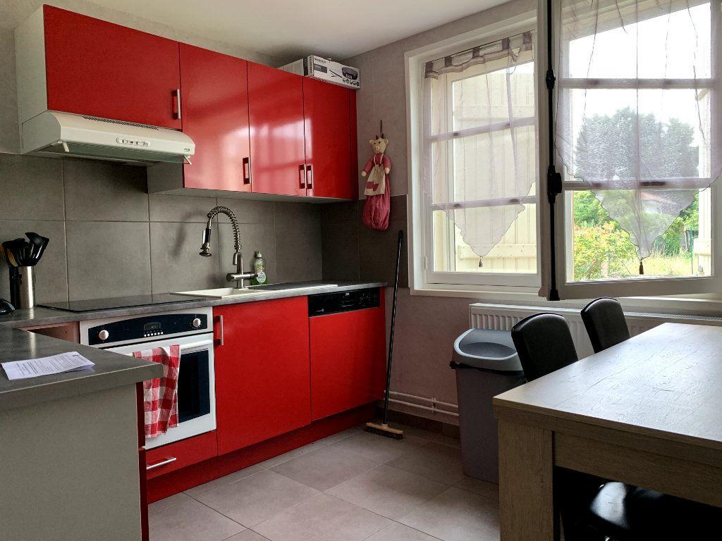 Appartement à louer 2 50m2 à Saint-Dié-des-Vosges vignette-2
