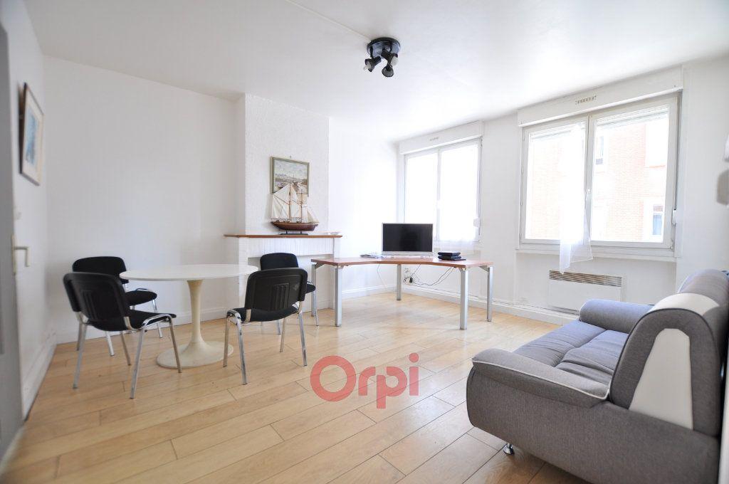 Appartement à louer 3 68m2 à Dunkerque vignette-1