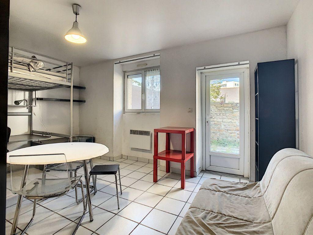 Appartement à louer 1 23m2 à Lorient vignette-2