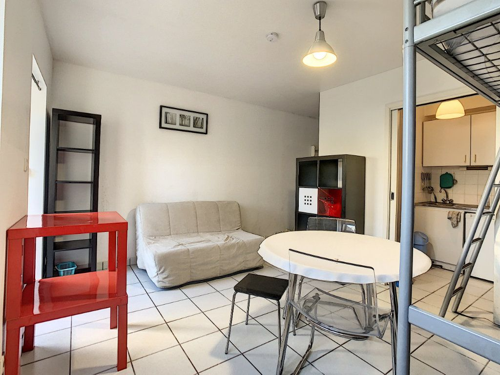 Appartement à louer 1 23m2 à Lorient vignette-6