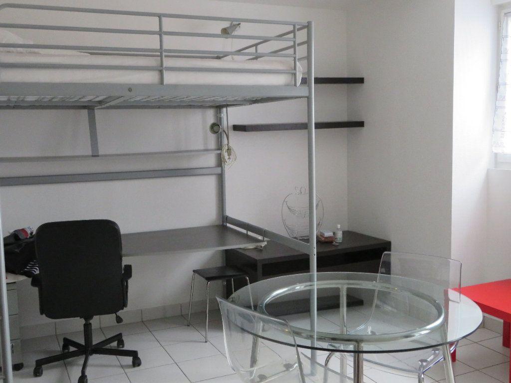Appartement à louer 1 23m2 à Lorient vignette-8