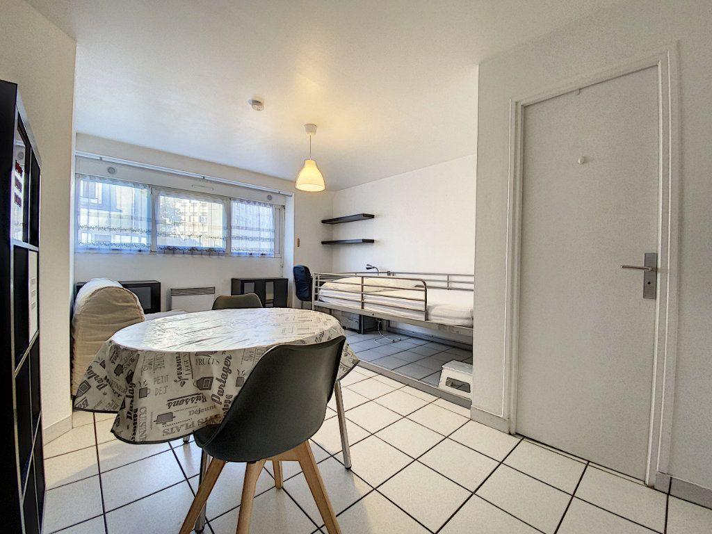 Appartement à louer 1 22m2 à Lorient vignette-4