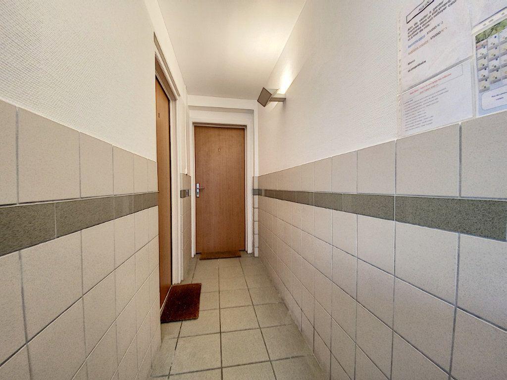 Appartement à louer 1 22m2 à Lorient vignette-9