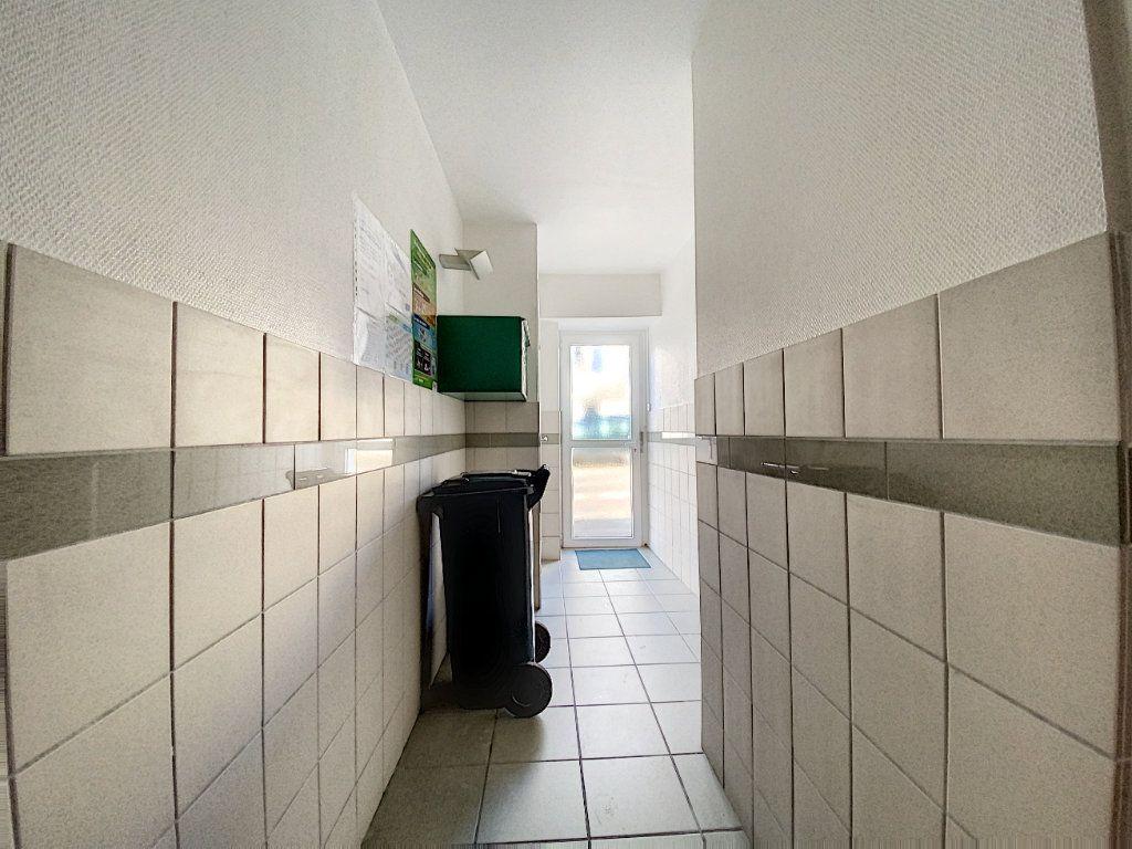 Appartement à louer 1 22m2 à Lorient vignette-10