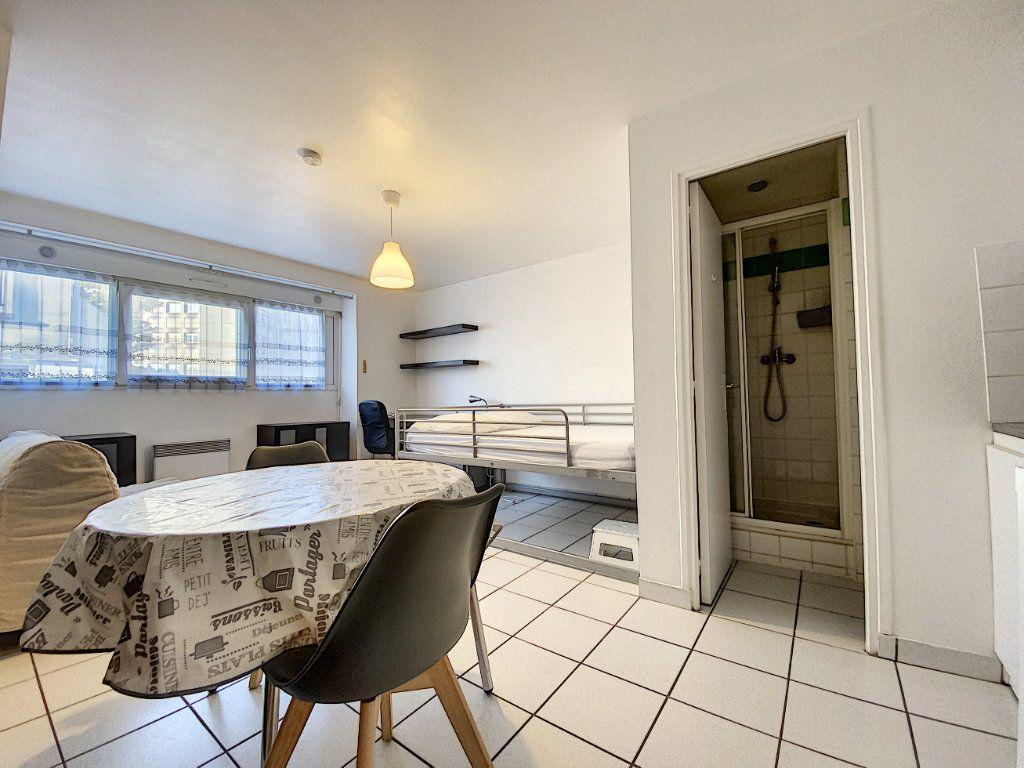Appartement à louer 1 22m2 à Lorient vignette-11