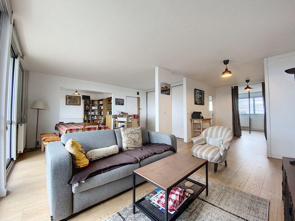 Appartement à louer 5 102m2 à Lorient vignette-1