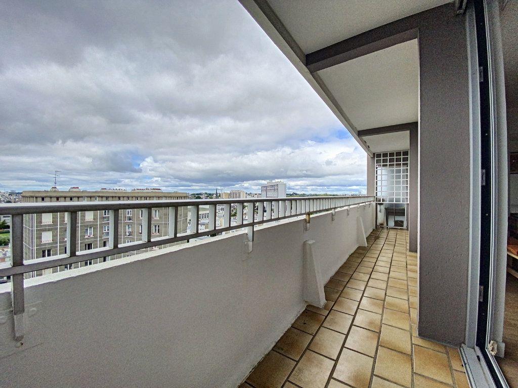 Appartement à louer 5 102m2 à Lorient vignette-2
